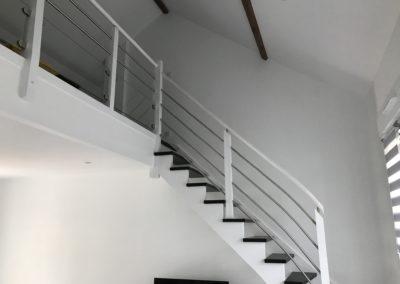 Escalier blanc et noir