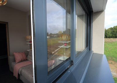 Fenêtre coulissante alu bicolore - vue extérieure Talmont-les Sables 85 (3)