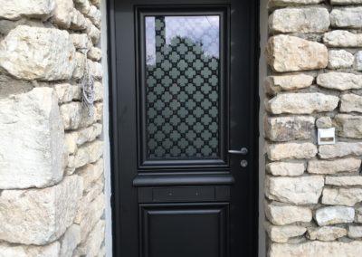 Porte entrée noire vitrée - Menuiserie Boulineau - Talmont 85