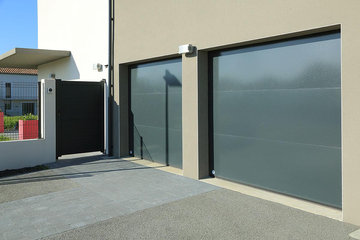 baie vitre porte garage awesome baie vitre coulissante en aluminium gris l x h cm brico dpt. Black Bedroom Furniture Sets. Home Design Ideas