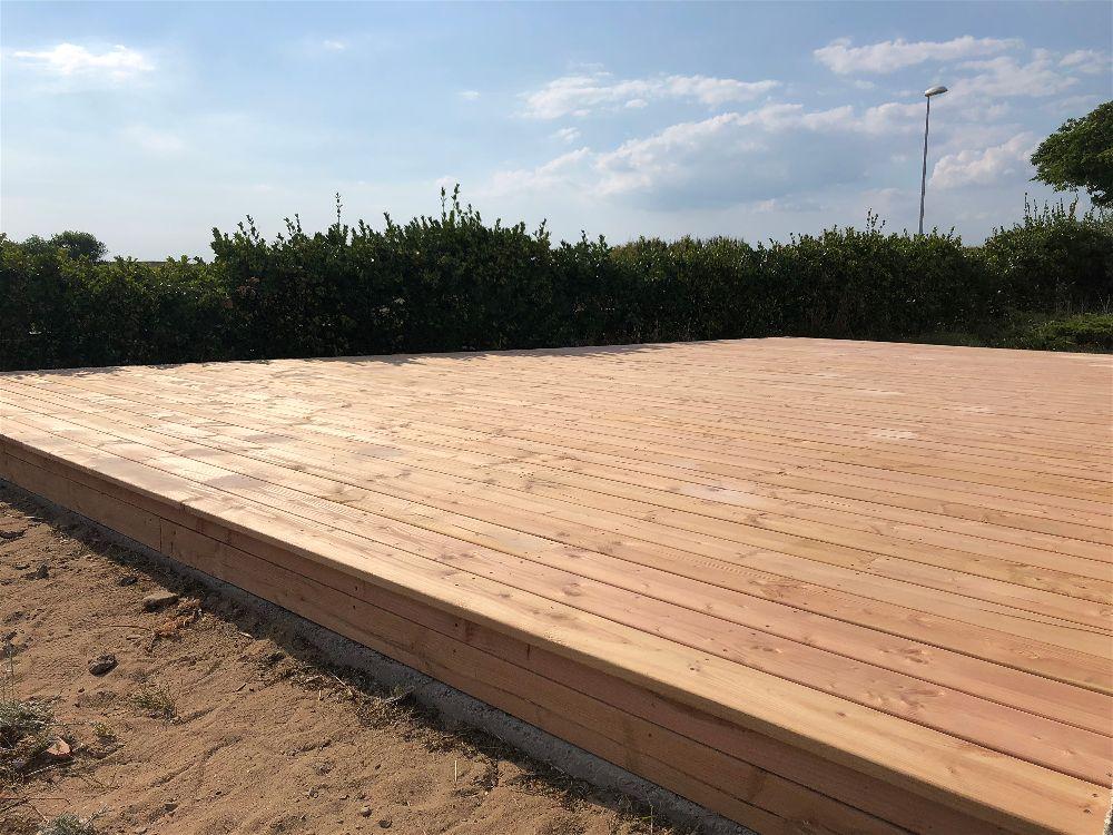 pose d 39 une terrasse bois aux sables d 39 olonne demandez. Black Bedroom Furniture Sets. Home Design Ideas